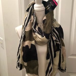 Accessories - NWT Camo w/beige, tan, olive green oblong scarf